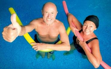 Therapeutische Wassergymnastik im Therapiebecken